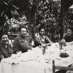 """This weekend, we're into the idea of hanging with friends. Specifically, Frida and friends! You can dream of what it would be like to be a member of Frida's squad while checking out """"Frida Kahlo-Her Photos."""" Hope to see you here!  Frida and Diego with friends Anonymous, ca. 1945 ©Frida Kahlo Museum Banco de México Fiduciario en el Fideicomiso Museos Diego Rivera y Frida Kahlo #fridaatbowers #bowersmuseum #santaana#orangecounty #fridakahlo #frida #photography #squadgoals @museofridakahlo"""