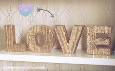 Decoração glam: letras LOVE douradas que decoram o meu escritório. Saiba mais como fazer lá no blog clicando na foto!