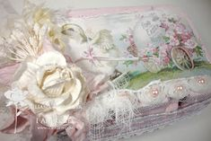 Shabby Chic Easter Egg Boxes, fill with Easter treats for a gift, made with recycled egg carton Easter Arts And Crafts, Easter Egg Crafts, Easter Gift, Easter Eggs, Easter Decor, Egg Boxes, Sewing Crafts, Diy Crafts, Stitch Book