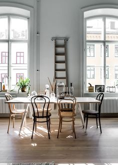 Living Room : Home in an old pharmaceutical institute via Coco Lapine Design Home Interior, Interior Design, Sweet Home, Scandinavian Apartment, Bentwood Chairs, Mismatched Dining Chairs, Ideas Hogar, Chaise Vintage, Living Spaces