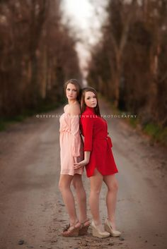 Trendy photography poses for teens sisters senior girls Twin Senior Pictures, Sister Pictures, Senior Photos, Sister Poses, Sibling Poses, Siblings, Twin Girls Photography, Sister Photography Poses, Photography Ideas For Teens