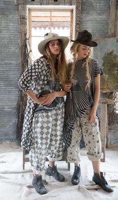 magnolia pearl spring 2018 Great mix of patterns Magnolia Pearl, Boho Fashion, Fashion Outfits, Womens Fashion, Fashion Trends, Style Me, Cool Style, Mode Boho, Pattern Fashion