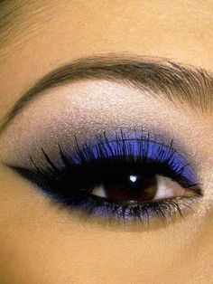 Simple dark blue eyeshadow