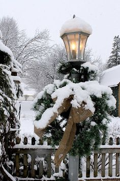 A boutique is decorated for the Christmas holiday season in Stowe Village on a snow covered night in Lamoille County in the state of Vermont. Description from pinterest.com. I searched for this on bing.com/images