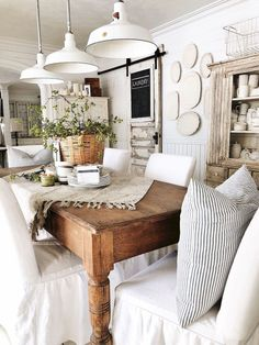 Comedor Shabby Chic, Dining Room Table Centerpieces, Centerpiece Ideas, Kitchen Table Decorations, Dining Tables, Farmhouse Style Table, Rustic Farmhouse, French Country Dining Room, Farmhouse Blogs