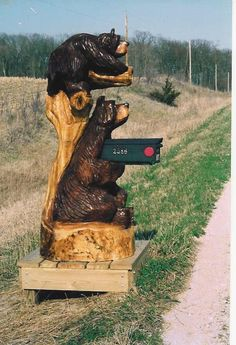*Bear mailbox* - Oh my goodness, how adorable! Tree Carving, Wood Carving, Diy Mailbox, Mailbox Ideas, Vintage Mailbox, Wood Sculpture, Sculptures, Country Mailbox, Unique Mailboxes