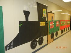 polar express train with photos of children in the windows, principal or teacher photo as conductor and quilt batting as smoke. Circus Theme Classroom, Classroom Door, Classroom Design, Classroom Ideas, Cardboard Train, Paper Train, Polar Express Theme, Polar Express Train, Holiday Bulletin Boards