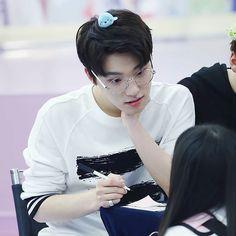 I like Dino in glasses . . . « Yeongdeungpo Fansign 160501 » . ©So…