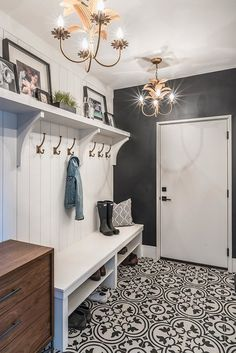Are you looking for Rustic Farmhouse Mudroom Ideas? Maybe mudroom is a room that is rarely found in several homes, but many modern families consider . Mudroom Laundry Room, Farmhouse Laundry Room, Laundry Room Design, Farmhouse Homes, Mud Room Lockers, Farmhouse Interior, Mudroom Shelf, Farmhouse Bench, Entryway Storage