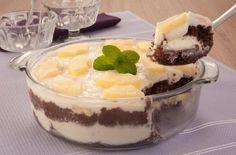 Tempo: 30min (+2h de geladeira)Rendimento: 8Dificuldade: fácil Ingredientes: 1 colher (sopa) de maisena 1 e 1/2 xícara (chá) de leite 1 lata de leite condensado 1 lata de creme de leite gelado sem soro 1 lata de abacaxi em calda picado (400g) (reserve duas fatias para decorar) 1 bolo tipo Pullman® sabor chocolate fatiado (250g) […]