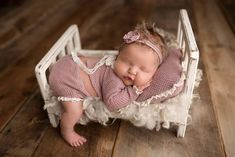 Tiny Bed, delightful, and the matching pillow. So Cute Baby, Baby Girl Pictures, Newborn Baby Photos, Cute Baby Pictures, Newborn Pictures, Baby Girl Newborn, Newborn Photography Poses, Newborn Baby Photography, Funny Photography