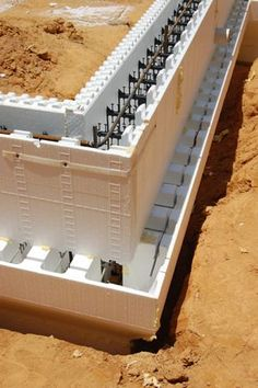 foundation details with icf - Bing images Footing Foundation, Concrete Formwork, Concrete Houses, Green Building, Building A House, Trailer Casa, Icf Home, Piscine Diy, Home Plans