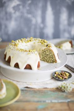 lemon poppyseed yoghurt cake with a lemon creme fraiche icing