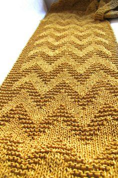 Beauty of 'M (i) e': Gold - Knitted chevron pattern