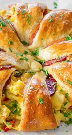 Crescent Bacon Break Crescent Bacon Breakfast Ring Recipe This beautiful Crescent Bacon Breakfast Ring will be everyones weekend breakfast of choice its loaded with bacon eggs and cheese. Perfect for brunch as well. Breakfast And Brunch, What's For Breakfast, Breakfast Items, Breakfast Dishes, Healthy Breakfast Recipes, Morning Breakfast, Breakfast Muffins, Breakfast Croissant, Lunch Recipes