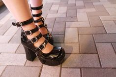 More photo at:  http://www.fashionsnap.com/streetsnap/2012-08-17/18720/#