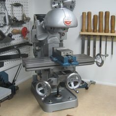 Vintage Machinist Milling machine | That is one cool little machine. I'd like to have one of those instead ...
