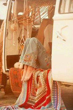 ❤ ☮ ✌︎ ♕ ☻☺ ✤ ☂ ↜ ➳ ☯ ♁ ♥ ॐ ღ ☀️ ✿ڿڰۣ(̆̃̃ ≫ * ❃✿ ✿⊱╮❇Ƹ̵̡Ӝ̵̨̄Ʒ❀ I K⧢ Boho chic bohemian boho style hippy hippie chic bohème vibe gypsy fashion indie folk . Hippie Chic, Hippie Vibes, Happy Hippie, Hippie Love, Hippie Gypsy, Hippie Man, Modern Hippie, Hippie Things, Gypsy Soul