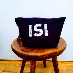 Isille reilun kokoinen tarvikepussi. Throw Pillows, Bed, Cushions, Stream Bed, Beds, Decorative Pillows, Decor Pillows