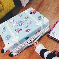 Imagem de travel, blue, and suitcase maletas Girly Things, Cool Things To Buy, Cute Suitcases, Cute Mini Backpacks, Cute Luggage, Cute Bags, School Bags, Travel Bags, Travel Ideas