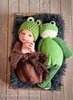 Newborn Frog Hat Photography Prop / by cherlynnephotography