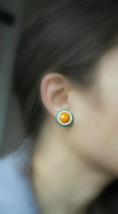 Patrick's Day by BetweenBeads Celtic Shamrock, Irish Jewelry, Beautiful Earrings, Seed Beads, Ireland, Flag, Stud Earrings, Orange, Amazing