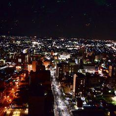 Instagram【ryo.seee.12】さんの写真をピンしています。 《今日は夜景を撮ってきました〜🌉 県庁32階から景色は最高すぎた。その中でもお気に入りの一枚💥 . . . 今日レンズを見てきたけど70000、、、なかなか出費がきついけどこれからもいい写真投稿していこう #instafollow #instalike #instapic #夜景#一眼レフ#fff#l4l》