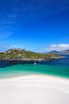 Bays of Harris, Outer Hebrides, Scotland. Bays of Harris, Outer Hebrides, Scotland. Highlands, Best Beaches In Europe, Uk Beaches, Isle Of Harris, Outer Hebrides, Scottish Islands, Voyage Europe, Scotland Travel, Scotland Beach