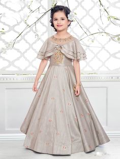 Designer Gowns for Girls. Buy online children's gowns dresses & frocks at best price for 1 to 16 years girls. Shop girls designer gowns for Wedding, Birthday, Party & Festival wear. Baby Girl Party Dresses, Stylish Dresses For Girls, Gowns For Girls, Frocks For Girls, Wedding Dresses For Girls, Dresses Kids Girl, Party Wear Dresses, Kids Frocks, Stylish Kids