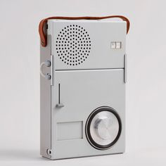 One of the earliest examples of systems design applied to audio. The TP 1 consists of a battery operated transistor radio, T serving as amplifier and speaker Vintage Design, Retro Design, Modern Design, Radios, Bauhaus, Dieter Rams Design, Braun Dieter Rams, Charles Ray Eames, Transistor Radio