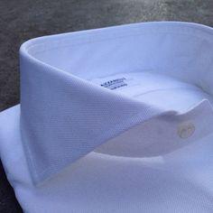 The white shirt…totally unappreciated. Shirt Collar Styles, Collar Shirts, Gents Shirts, Smart Attire, Shirt And Tie Combinations, Bespoke Shirts, Dress Shirt And Tie, The Office Shirts, Business Outfit