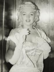 Nov 2016 - Rare Snapshots of Marilyn Monroe Reveal the Star's Lighter Side - Marilyn Monroe wearing a white brocade gown with matching jacket and white evening gloves as she attended the New York City premiere of <i>East of Eden</i> on March Brigitte Bardot, A L'est D'eden, East Of Eden, Marilyn Monroe Photos, Gene Kelly, Hommes Sexy, Norma Jeane, Belle Photo, Old Hollywood