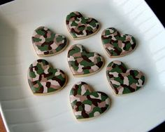 camo cookies, not to mention a kick butt cookie decorating website!