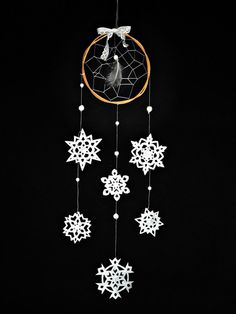 Christmas dream catcher white wall hanging paper by wincsike Diy Kids Christmas Presents, Christmas Things, Christmas Balls, Christmas Ornaments, Christmas Decorations, Dream Catcher White, Dream Catchers, Mobiles, Diy Outdoor Weddings