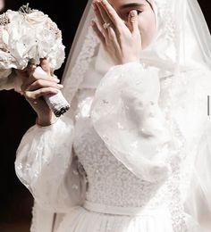 Muslim Prom Dress, Muslimah Wedding Dress, Disney Wedding Dresses, Muslim Brides, Pakistani Wedding Dresses, Modest Wedding Dresses, Bridal Dresses, Dress Muslimah, Muslim Hijab