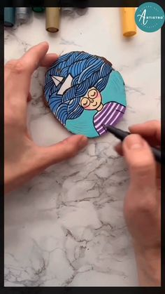 Rock Crafts, Diy Arts And Crafts, Stone Painting, Painting On Wood, Wood Slice Crafts, Wooden Crafts, Easy Christmas Crafts, Christmas Ornaments, Christmas Wood