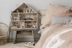 We really love the boho chic universe of Minimuhuu. Their pieces are so easy to combine with any style of decoration, but they are simply perfect for a cosy, bohemian #kidsroom http://petitandsmall.com/minimuhuu-bohemian-chic-bedding/