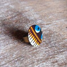 www.cewax.fr aime les bijoux ethno tendance Bijoux ethniques et style tribal. CéWax aussi fait des bijoux en tissus imprimés africains, on vous retrouve en boutique ici: http://cewax.alittlemarket.com/ - Bague ethnique en tissu wax africain et noix de coco