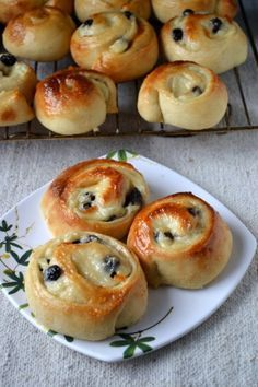 Koffiebroodjes are sweet pastry rolls with a pudding filling and a jam glaze. These are famous dutch pastries which the Dutch love having with their coffee. So they are also called as coffee buns. Eggless Desserts, Eggless Recipes, Eggless Baking, Easy Cake Recipes, Bread Recipes, Vegan Desserts, Yummy Recipes, Delicious Desserts, Vegan Recipes