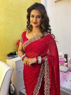 Divyanka in red saree Saree Designs Party Wear, Party Wear Sarees, Saree Blouse Designs, Dress Indian Style, Indian Dresses, Saris, Sarees For Girls, Saree Models, Stylish Sarees