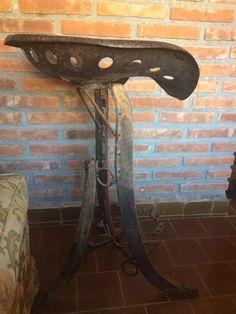 Banqueta Con Antigua Silla De Tractor - $ 1.950,00 en Mercado Libre