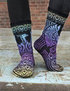 Ravelry: Riikinkukot pattern by Lumi Karmitsa Fair Isle Knitting, Knitting Socks, Knit Socks, Cool Socks, Awesome Socks, Fabric Shoes, Patterned Socks, How To Purl Knit, Sock Shoes