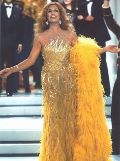 Madame Dalida! Star Francaise, Egyptian Beauty, Dalida, Strapless Dress Formal, Formal Dresses, Actrices Hollywood, Vintage Fashion Photography, Artists, Musica