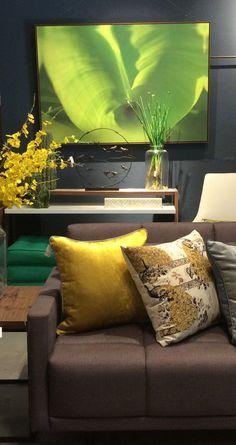 Inspire-se , objetos coloridos valorizam a base mais neutra na decoração. Throw Pillows, Bed, Home, Trendy Tree, Houses, Objects, Cushions, Stream Bed, Decorative Pillows