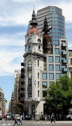 Old and new.. Buenos Aires Centro, Argentina (by StevenMiller on Flickr)