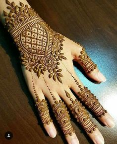 Simple Floral Mehndi Design Mehndi henna designs are always searchable by Pakistani women and girls. Women, girls and also kids apply henna on their hands, feet and also on neck to look more gorgeous and traditional. Henna Hand Designs, Dulhan Mehndi Designs, Mehandi Designs, Mehndi Designs Finger, Basic Mehndi Designs, Mehndi Designs 2018, Mehndi Designs For Beginners, Mehndi Designs For Girls, Bridal Henna Designs