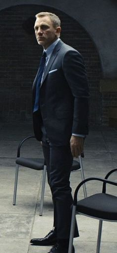 Daniel Craig as James Bond in Skyfall James Bond Suit, James Bond Skyfall, Bond Suits, James Bond Style, Daniel Craig Skyfall, Daniel Craig James Bond, Daniel Craig Style, Rachel Weisz, Tall Men Fashion