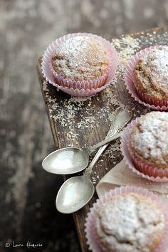 Reteta de muffins Dukan cu tarate de ovaz si lamaie. Reteta Dukan de muffins cu indulcitor natural. Muffins cu tarate de ovaz si tarate de grau. Romanian Food, Romanian Recipes, Dukan Diet, Cupcakes, Tofu, Sweet Recipes, Hamburger, Gem, Muffins