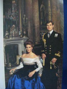 Sarah Duchess Of York, Royal Family Portrait, Royal Family Pictures, Princess Diana Photos, Sarah Ferguson, British Royal Families, Duke Of York, Prince Andrew, Queen Of England