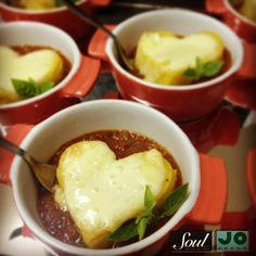 Corações de Polenta Gratinada com Brie e Molho de Tomates Italianos com Manjericão Dispensa Comentários!!!